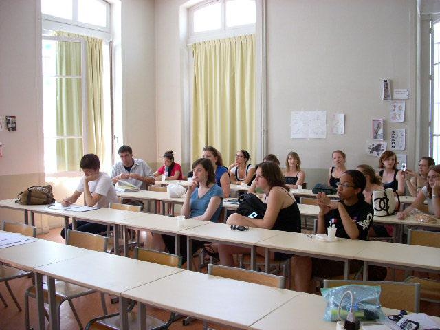 Des étudiants et des étudiantes en immersion à Lyon en France